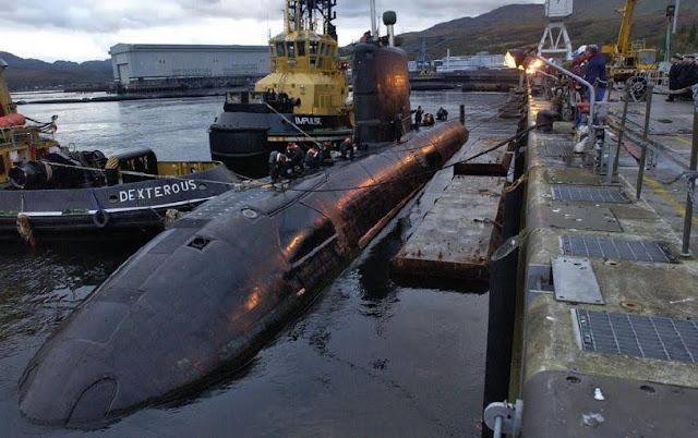 El HMCS 'Chicoutimi' canadiense tras sufrir un aparatoso incendio en la base de Faslane. Foto - Royal Canadian Navy.