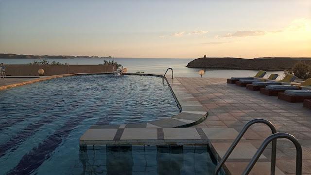 la piscina del Nefertari hotel abu simbel