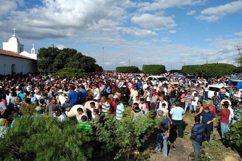 Sob forte comoção, corpo do ex-prefeito Anibal Aragão foi sepultado no povoado de João Velho em Ipirá