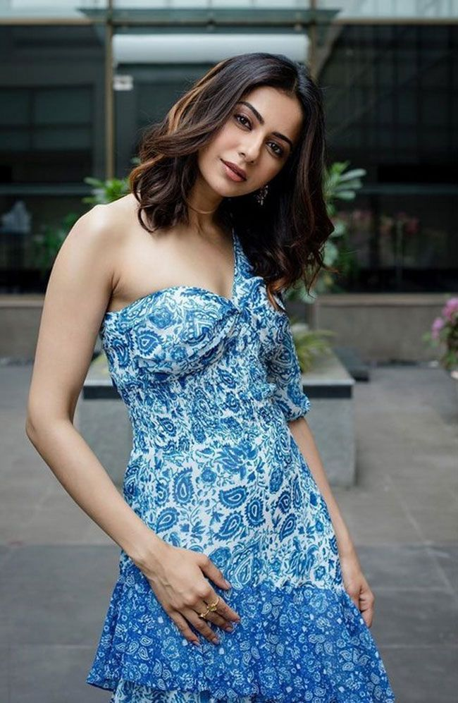 Actors gallery: Rakul Preet Singh posed for photos in a different styles