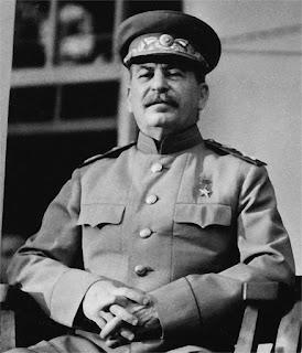 Staline savait prendre des poses avantageuses pour les photos officielles