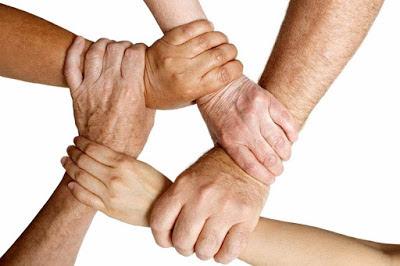 χέρια από όλες τις ηλικίες