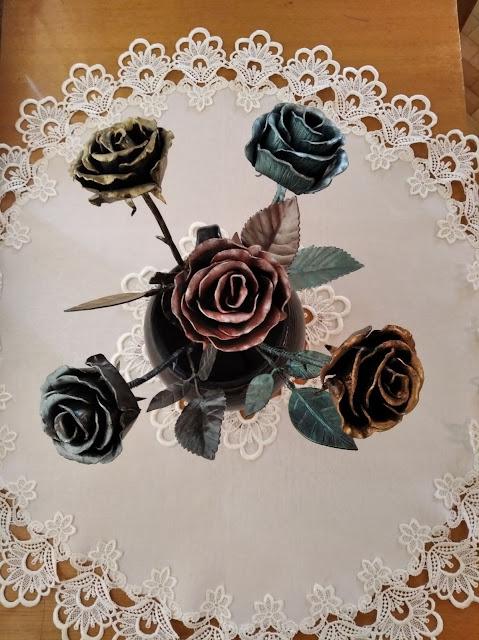 Троянди з металу