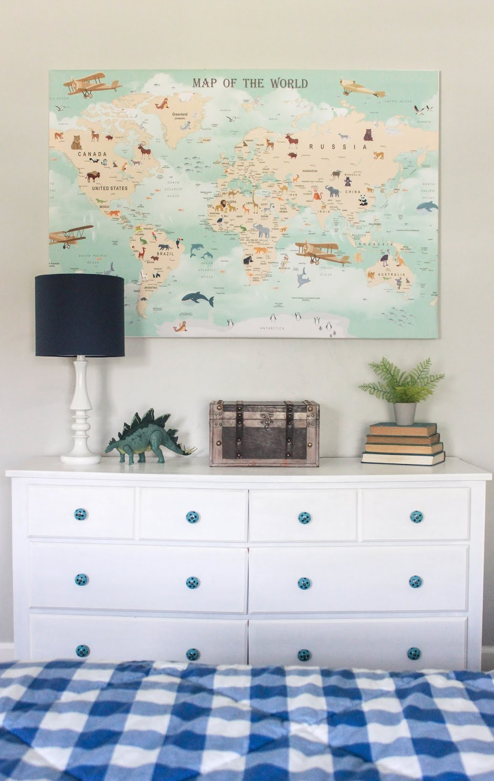 boys room wall decor ideas above dresser