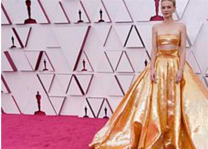 """No kisses or hugs on """"The Red Carpet"""" ... the first moments of the 93rd Oscars"""
