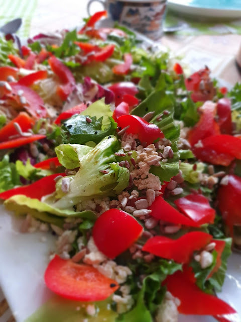 fit sałatka,szybka sałatka na imprezę,sałatka na domówkę,sałatka w 5 minut,dodatek do obiadu,sałatka warzywna,z kuchni do kuchni,najlepszy blog kulinarny