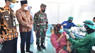 Wabup Subandi Tinjau Vaksinasi di Desa Sedati Agung Guna Kejar Herd Immunity