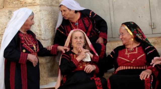 Berjilbab dan Kenakan Salib? Di Palestina Itu Hal Biasa!