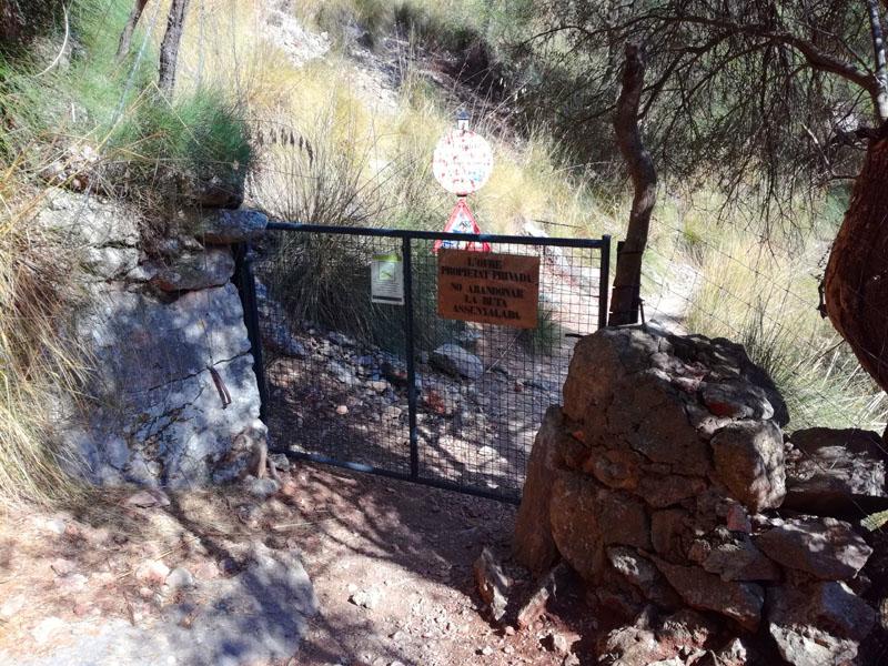 Cancello lungo il trekking de El Barranc de Biniaraix