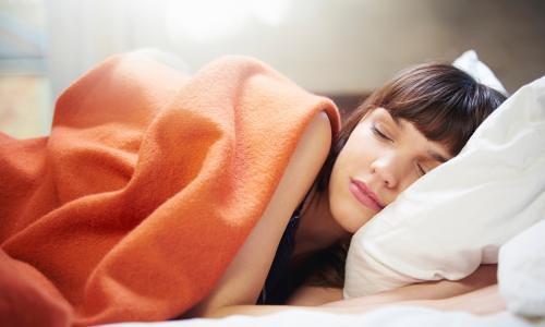 Poduszka ortopedyczna do spania na brzuchu