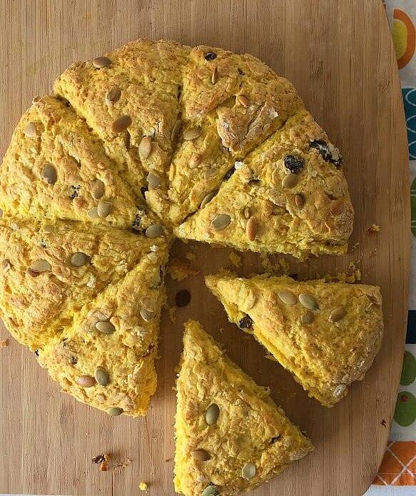 Fáciles de preparar, estos scones de calabaza son ideales para el desayuno, aunque generalmente se sirven para la merienda, acompañados con café o te