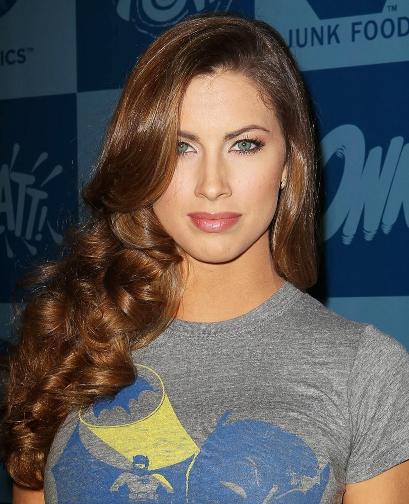 Katherine Webb United State Beauty Queen & Television Broadcaster
