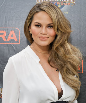 everythings-fake-except-my-cheeks-chrissy-teigen