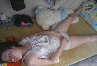 Foto Hot Gadis Sedang Tidur Lagi Sange