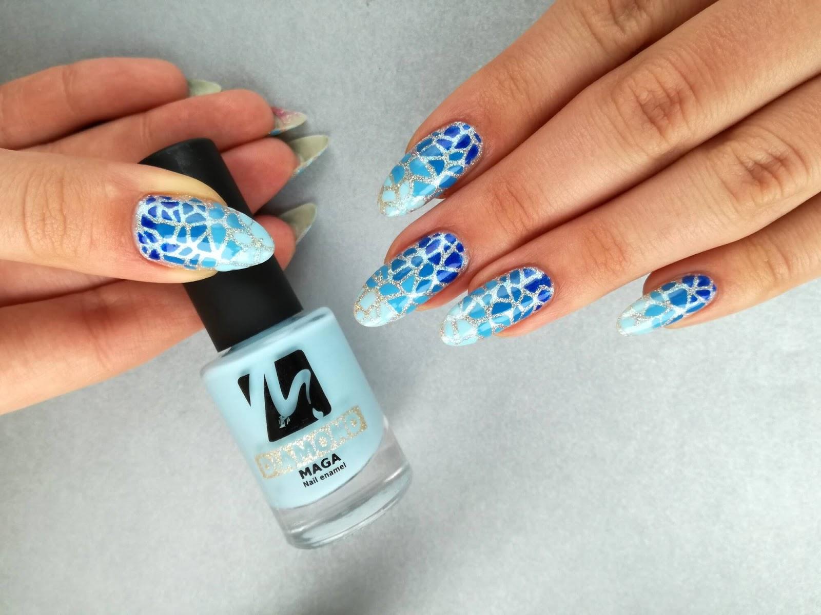 niebieskie paznokcie z lakierem Maga