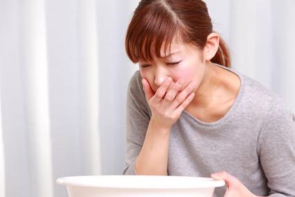 Les causes des vomissements constants et comment les combattre naturellement