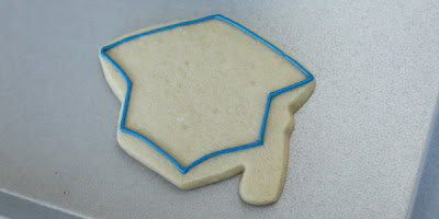 outline graduation cap cookie