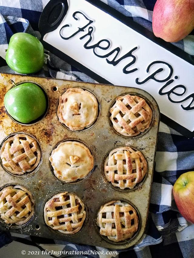 mini apple tarts in muffin tin, apple pie bites muffin tin, apple tartlets in muffin pan, apple pie tarts in muffin tin, individual apple pies in muffin tin