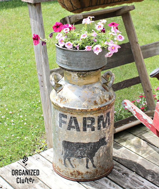 Free Garden Junk Up-cycling Projects #milkcan #gardenjunk #vintage #farmhouse #stencil #oldsignstencils #impatiens #containergarden #farmhousestyle