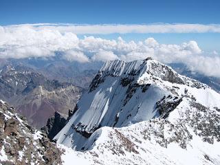 Beberapa Pilihan Jalur Pendakian Gunung Cartenz Pyramid