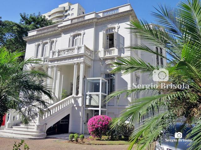 Fotocomposição com uma foto atual (2021) do belíssimo Palacete Michel Assad - Ipiranga - São Paulo