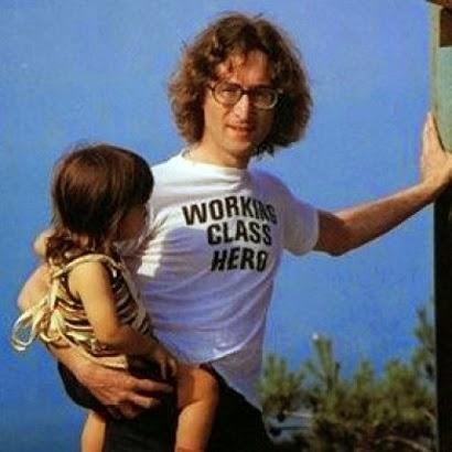 http://www.solopiensoencamisetas.com/2017/11/camiseta-working-class-hero-john-lennon.html