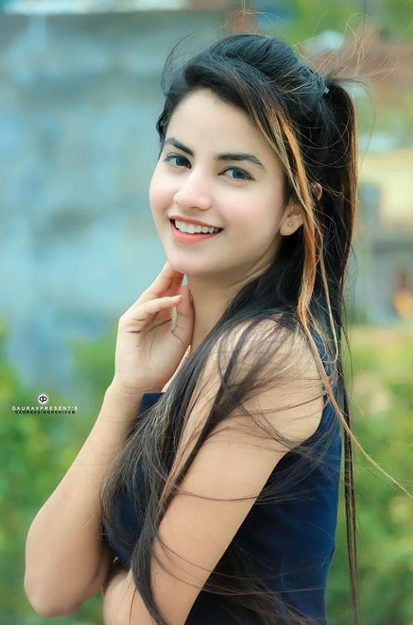 priyanka mongia cute smile