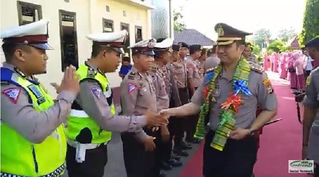 Vidio Detik-detik Penyambutan AKBP Temmanganganro Machmud SIK. MH di Mapolres Selayar