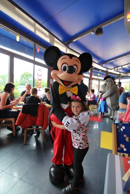 Helia con Mickey
