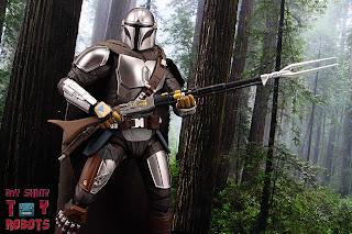 S.H. Figuarts The Mandalorian (Beskar Armor) 27