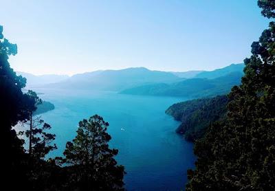 www.viajaportodoelmundo.com   Lago Lácar en San Martín de los Andes