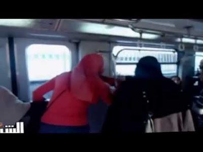 تعليق نـارى من خالد منتصر على واقعة تقطيع شعر فتاة غير محجبة فى المترو على يد منقبتين