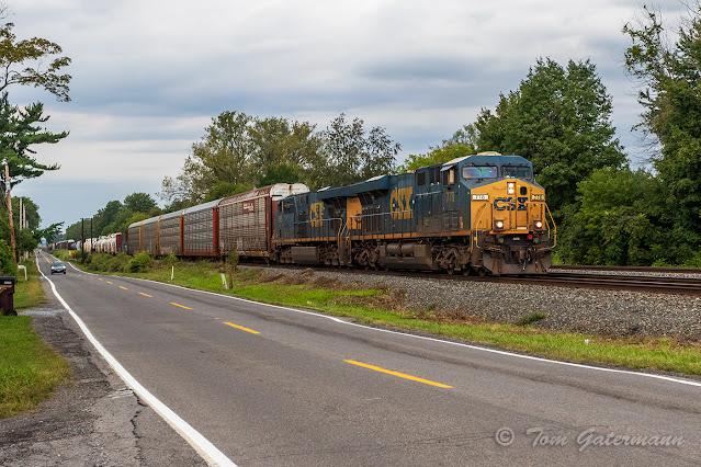 CSXT 778 and CSXT 5365 lead train Q560-07 at Kirkville, NY