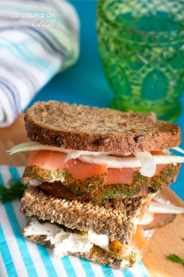 sandwich-salmon-ahumado-hinojo-eneldo