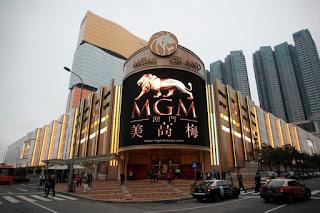 Live casino adalah salah satu nama untuk sebuah permainan yang berbasis judi. Permainan-permainan ini biasanya bisa di mainkan secara langsung ataupun bisa di mainkan secara online. Untuk permainan Live Casino Secara langsung, anda bisa memainkannya di Casino Terbaik Di Dunia 2019
