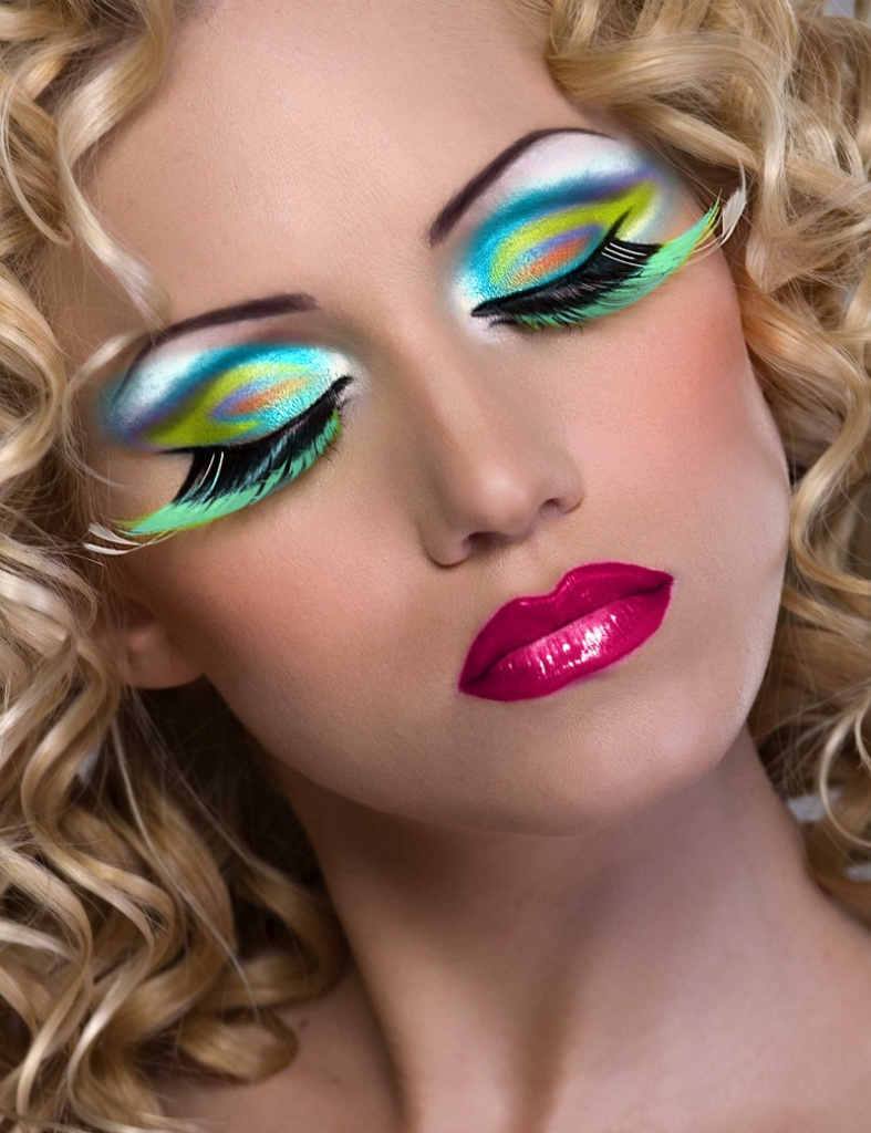 LATEST ALL FUN THINGS: Beautiful Colourful For Girls Makeup