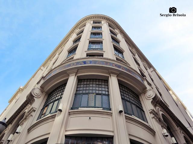 Perspectiva inferior da fachada de esquina da Casa das Arcadas - Sé - São Paulo