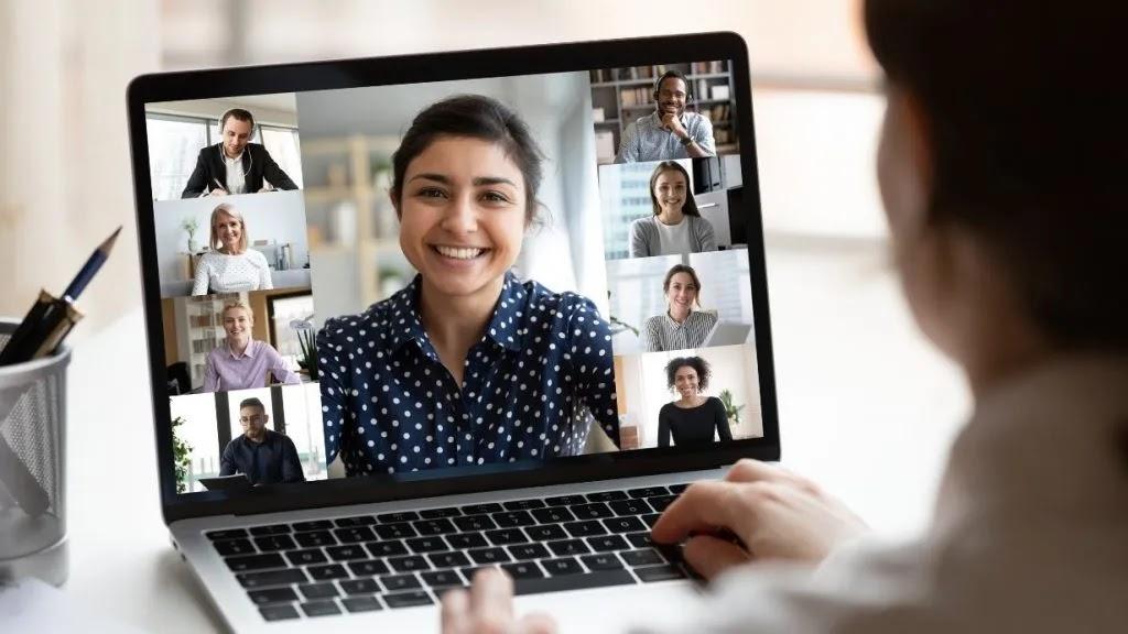 خدعة لتعتيم الخلفية في Zoom و Google Meet و Microsoft Teams