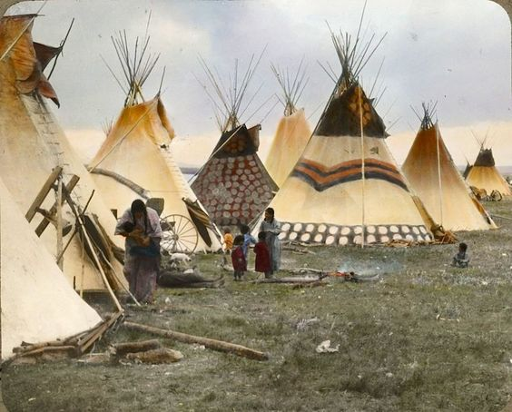 Native american indian pictures rare color tinted photographs of the blackfeet indian women and - Tipi indien chambre ...