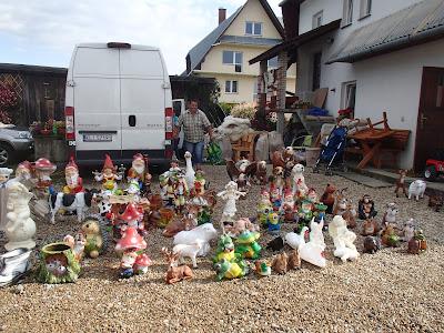 Targ w Jabłonce, jarmark, wyroby z wikliny, koszyki na grzyby, chrzest bojowy
