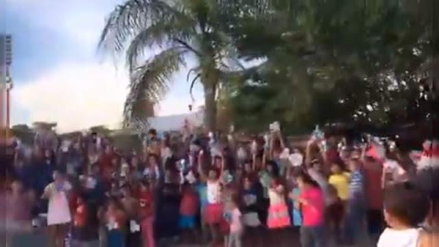 """Video: Gracias señor Mencho, le agradecen a El Señor de Los Gallos por su """"generosidad"""""""