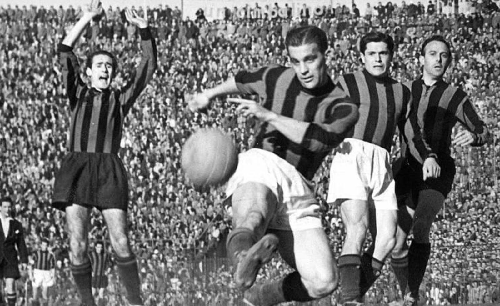 third highest goal scorer in Serie A history is (Gunnar Nordahl)