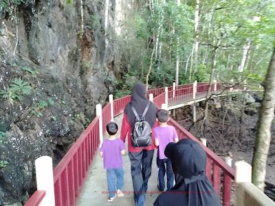 laluan yg selesa disediakan, tak perlu extreme sangat nak masuk gua
