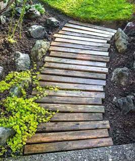 Pallet Garden Walkway