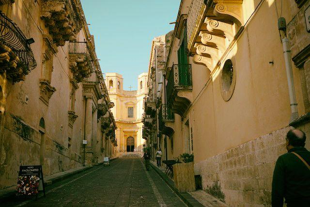 シチリア、ノートのニコラチ通り