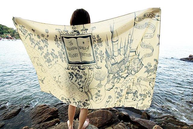 Estos pañuelos , literalmente, te envolverán en tu libro favorito