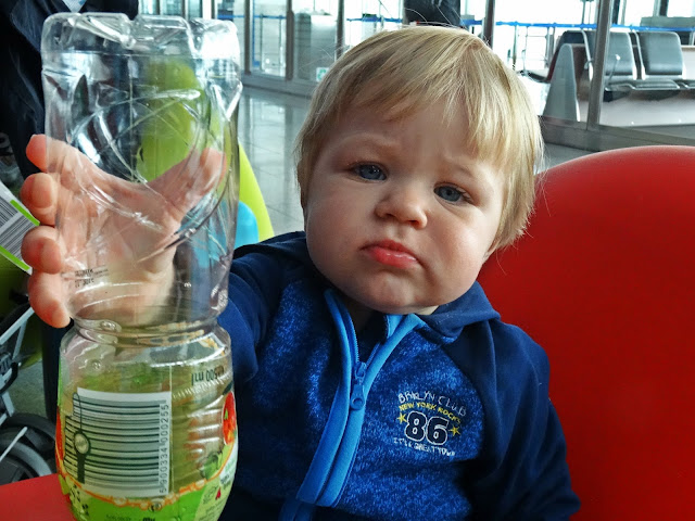 lotnisko Wrocław a przepisy z małym dzieckiem