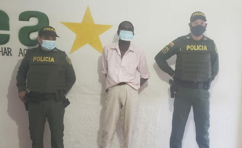 hoyennoticia.com, Violó la casa por cárcel en Albania