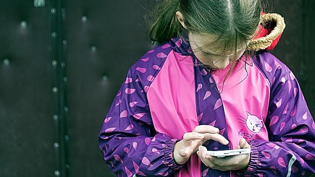 La llamada de broma de una niña de cinco años a la Policía expone accidentalmente la actividad ilegal de su madre