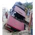 Imagem do dia: Carro cai em buraco no bairro Santo Antônio em Belo Jardim, PE